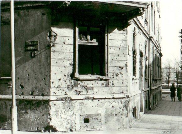 Vokiečiai ruošėsi mieste intensyviai gintis. Vido Dambrausko nuotraukoje 1980 m. užfiksuota pusrūsyje įrengta snaiperio pozicija