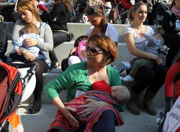 Iki dvejų metų bus privaloma žindyti visoms mamoms