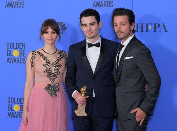 Damienas Chazelle'as (viduryje) kartu su Felicity Jones ir Diego Luna