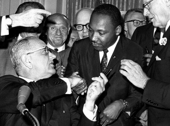 Lyndonas B. Jonhsonas ir Martinas Lutheris Kingas