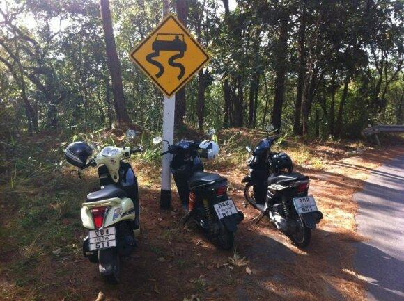 Pamirškite įprastus keliavimo būdus: siūlo šalis pažinti motoroleriais, dviračiais ar net riedžiais