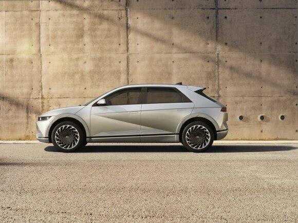 """""""Hyundai"""" pristatė naują """"Ioniq 5"""": skirtingų talpų baterijos ir versija su galiniais varančiaisiais ratais"""