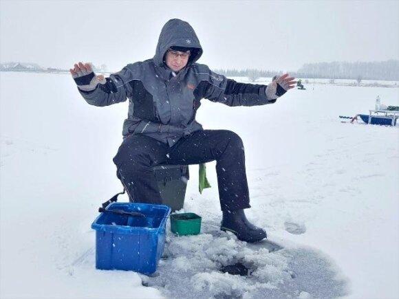 """Žvejojimas """"Feederiu"""" nuo ledo"""