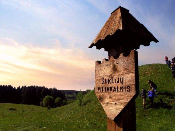 Žuklijų piliakalnis