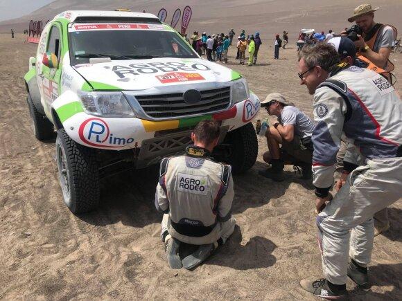 Vaidotas Žala ir Saulius Jurgelėnas po trečio Dakaro greičio ruožo