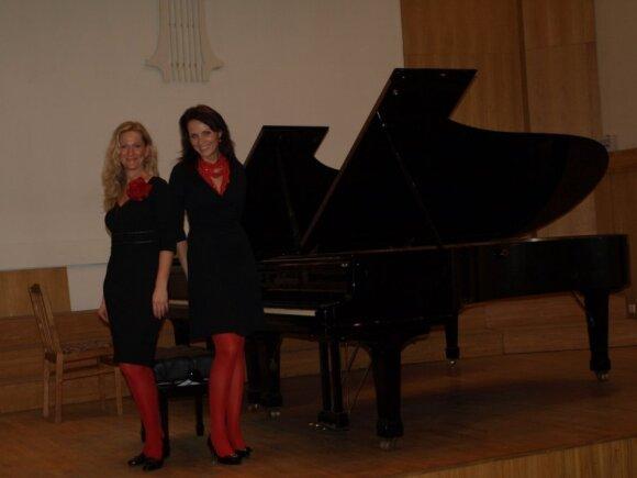 Fortepijono duetas Dvi Po Dvi, Elena Muntrimienė ir Viktorija Gailiutė