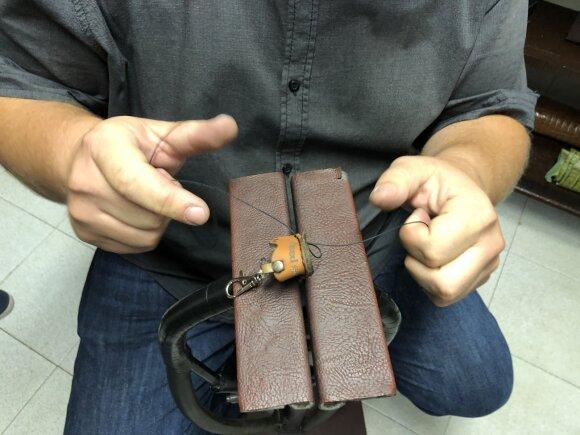 Rankų darbo rankinės, piniginės ir diržai