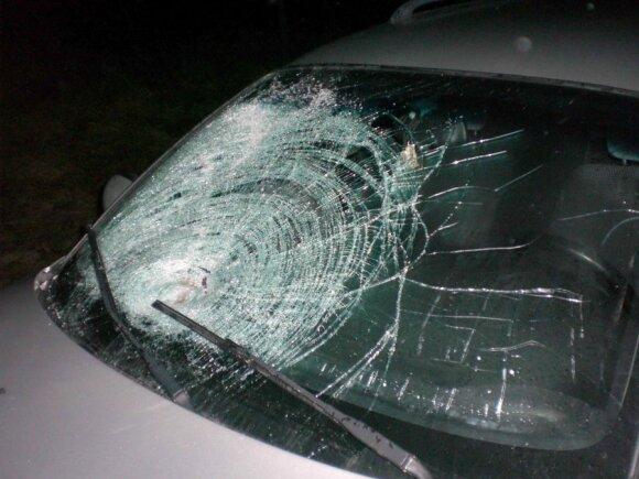 Papasakojo, kodėl skyla automobilių stiklai ir kaip to išvengti
