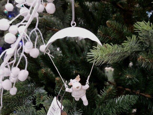 Kalėdiniai papuošimai lauke: kokias dekoracijas naudoti?