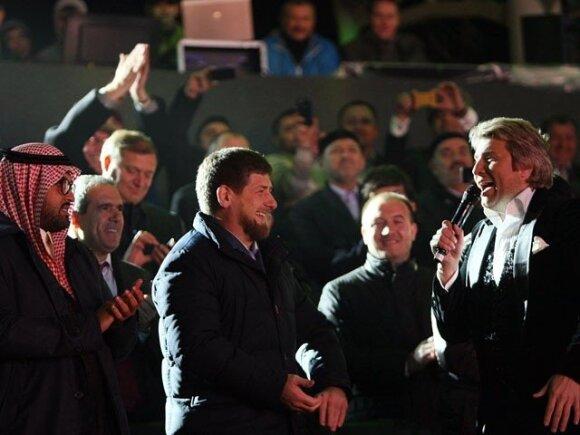 """Юбилей Грозного отметили как день рождения Кадырова: Басков, фейерверк и """"брат"""" Сигал"""