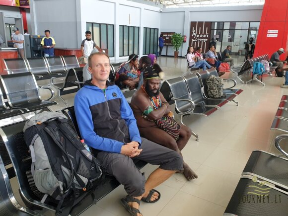 Egzotiškos salos oro uosto vaizdai lietuvį pribloškė: nuogi, basakojai keleiviai čia yra normalu