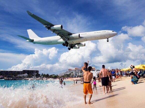 Atskleidė, kurias vietas lėktuve pasirinkti, kad sulauktumėte išskirtinio stiuardesių dėmesio