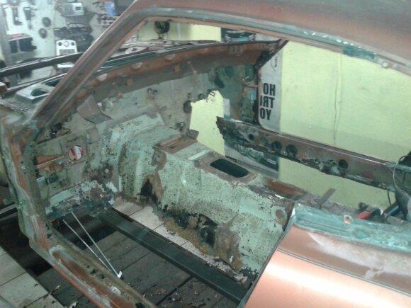 """""""Datsun 280Z"""" restauravimo darbai"""