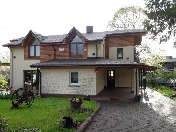 Susisiekimo ministro  J. Narkevičiaus gyvenamasis namas Trakuose po renovacijos.