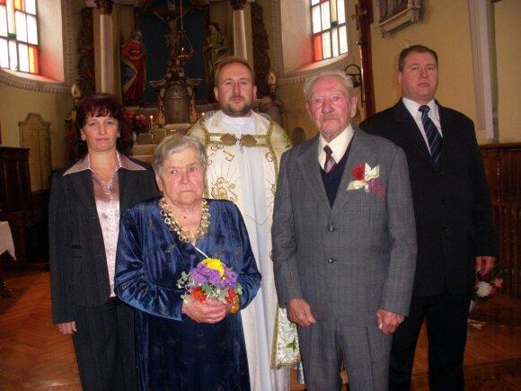 Vestuvės buvo šventė visiems Čekiškės senelių namams