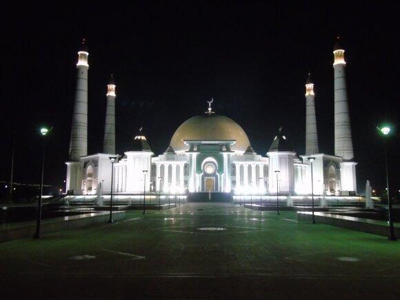Vievis - Taškentas: tušti Ašgabato prospektai ir palydos Turkmėnbašio uoste. III dalis