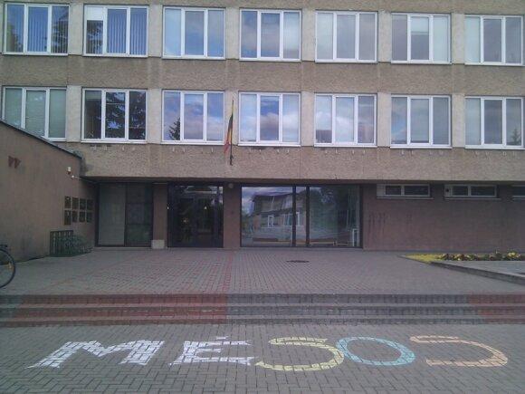 Užrašas prie Rokiškio savivaldybės