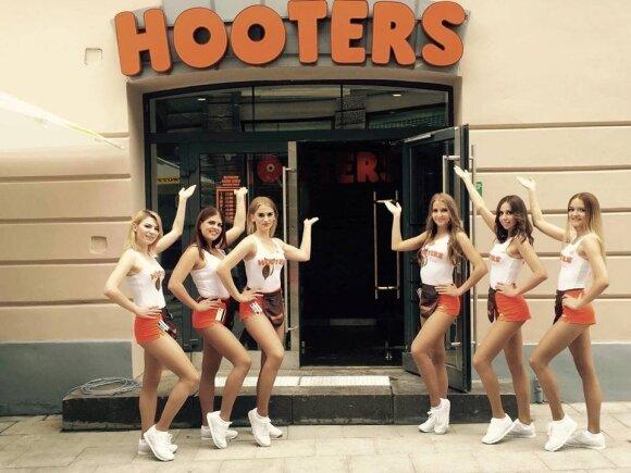 """Baras """"Hooters"""" tapo oficialiu Lietuvos vyrų krepšinio rinktinės sporto baru, kuriame bus galima stebėti visas mūsų nacionalinės komandos rungtynes"""