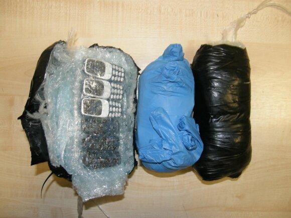 Draudžiami daiktai Marijampolės pataisos namuose: rasta mobiliųjų telefonų, SIM kortelių ir daug narkotikų