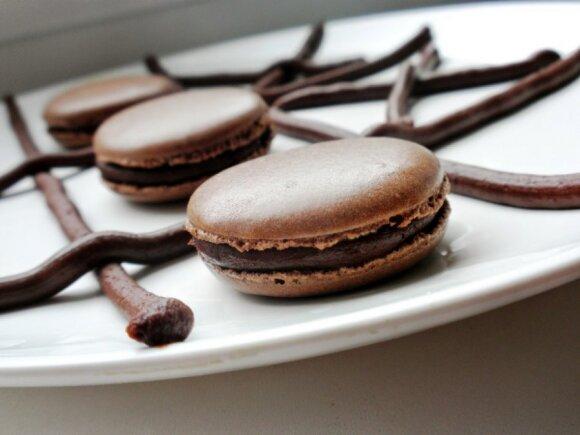 Šokoladiniai prancūziški morenginiai suvožtiniai - macaronai