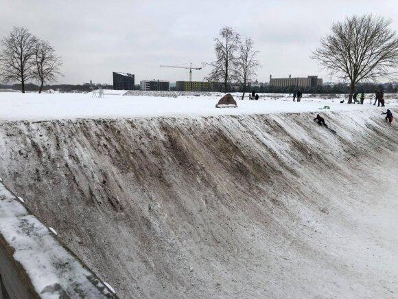 Po savaitgalio žiemos pramogų Kaune grįžo namo juodomis kelnėmis