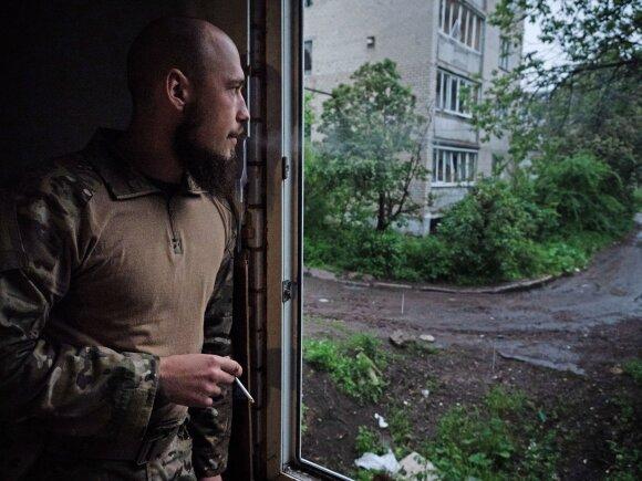Ukrainos karys netoli fronto linijos su apsišaukėliška Donecko liaudies respublika