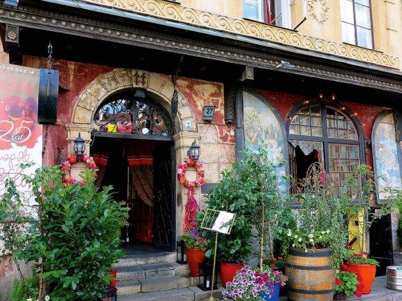 """Į vieną ypatingiausių Varšuvos vietų Jano Białostockio biblioteką patenkama irgi neįprastai – per brangų restoraną """"U Fukiera"""""""