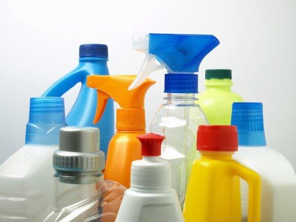 Kaip švarinti namus sveikiau ir taupiau