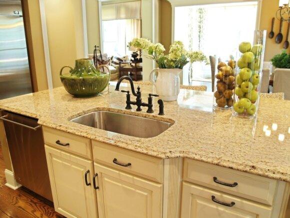 Kaip nebrangiai atnaujinti virtuvę?