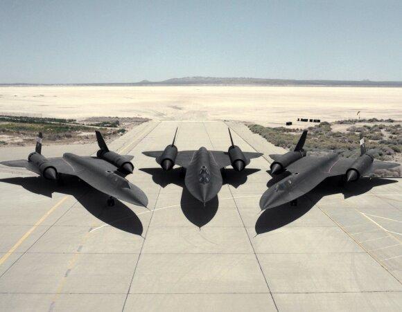 """""""Lockheed SR-71 Blackbird"""", Šaltojo karo laikų šnipų lėktuvas, pakilimo taką nulaistydavo degalais."""