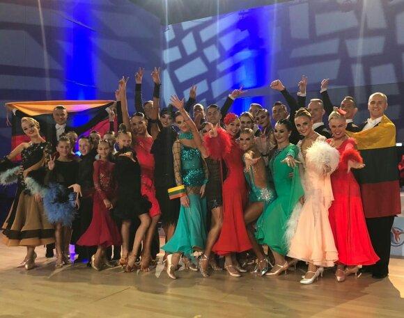 Lietuvos standartinių ir Lotynų Amerikos šokių rinktinė / Foto: Christmas Dance Festival 2019