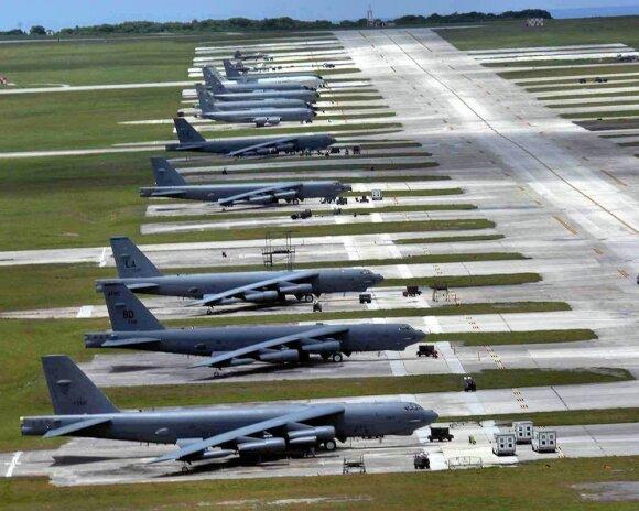 Kaip JAV naikintuvai ruošiasi karui Europoje: juos gali tekti išvysti netikėtose vietose