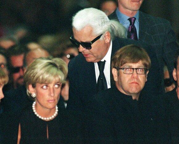 Princesė Diana, Karlas Lagerfeldas, Eltonas Johnas per Gianni Versace laidotuves