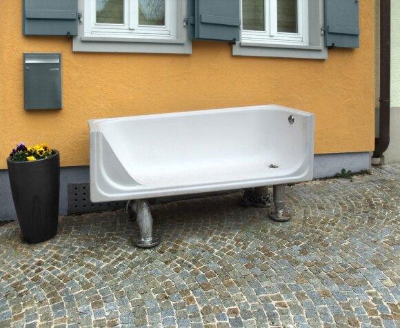 Neskubėkite išmesti senos vonios, ją galima panaudoti net interjere