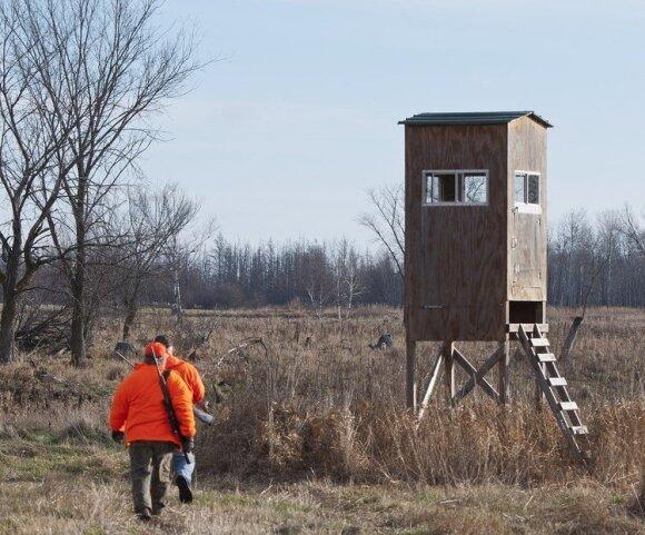 Medžiotojai traukia į medžioklę. Asociatyvi nuotr.