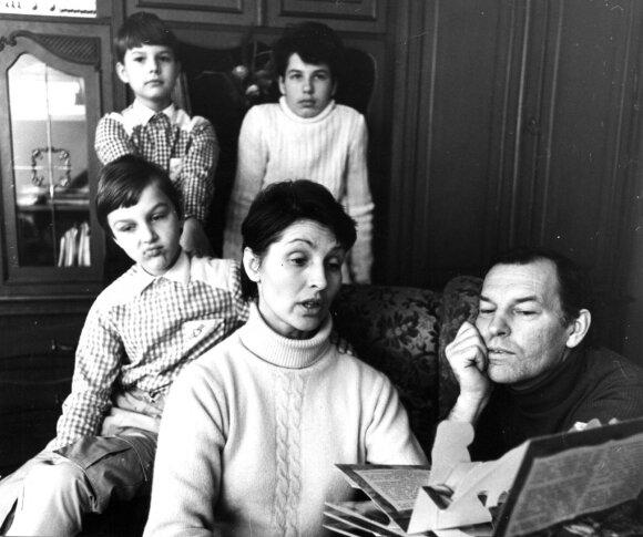 Eugenija ir Regimantas su sūnumis Mindaugu, Gediminu ir Vytautu