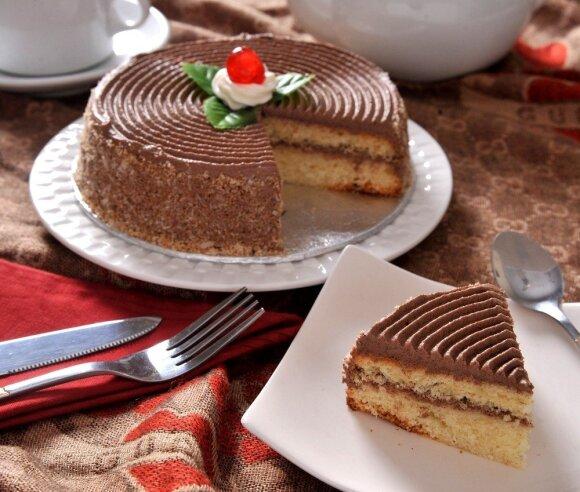Ar žinote, kokie saldėsiai puikuojasi ant kalėdinio stalo svetur?