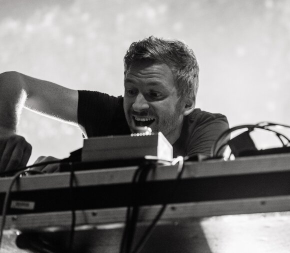 """Islandiška """"vasara mieste"""": hipnotizuojanti """"Kiasmos"""" elektronika tarp betono ir geležies"""