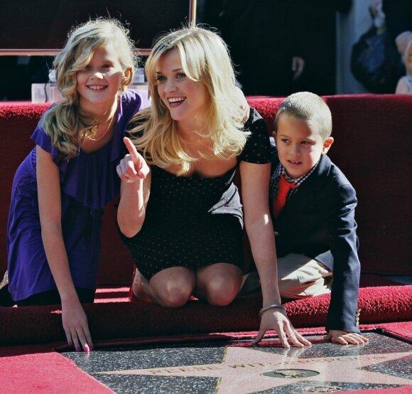 Aktorė Reese Witherspoon su Ava ir sūnumi Deaconu