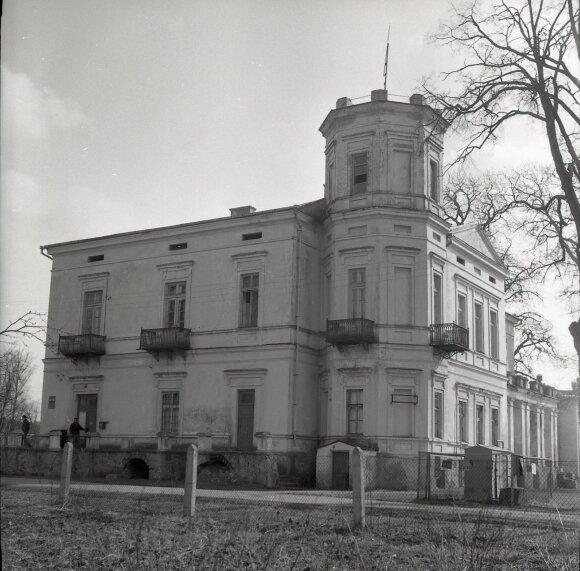 Belvederis, 1975 m.