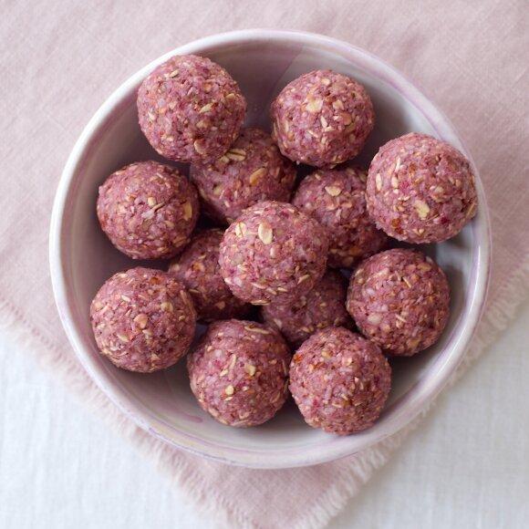 R. Ničajienės rudens gardumynai: avietiniai saldukai ir obuolių traškučiai