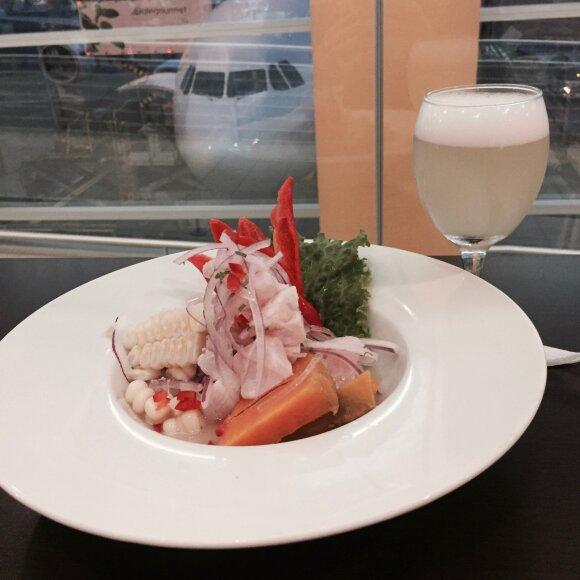 Keisčiausi kulinarinių kelionių patiekalai: nuo kupranugarių mėsos iki jūros kiaulyčių