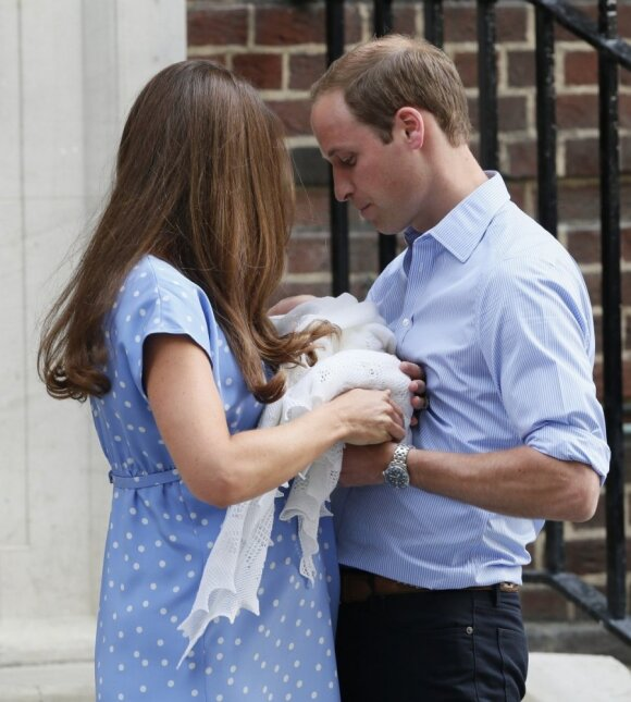 Princas Williamas ir Kate parodė savo kūdikį