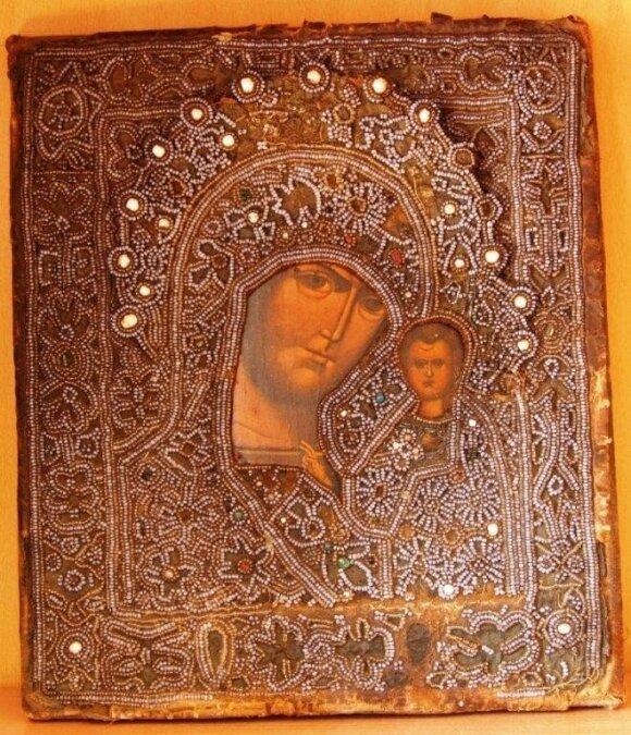 Таможенники продадут с аукциона конфискованные иконы и золото