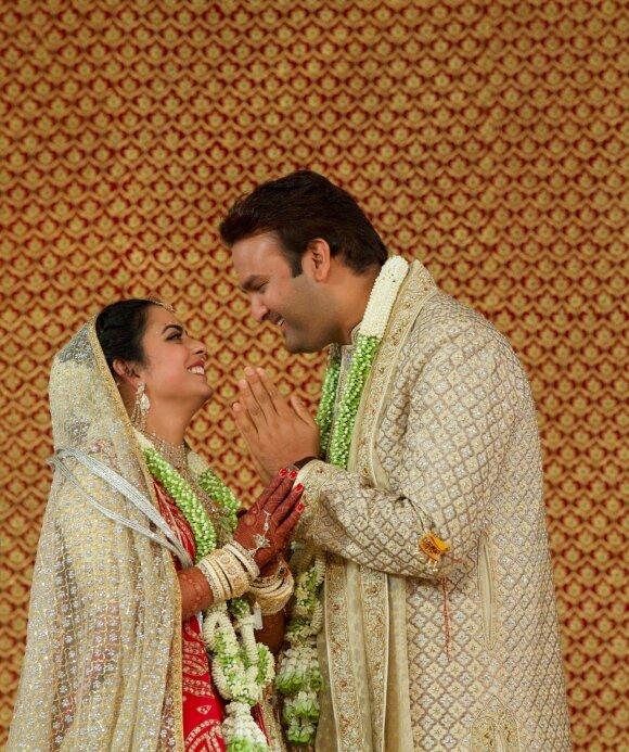 Turtingiausias Indijos vyras dukrai iškėlė 100 mln. vertės vestuves