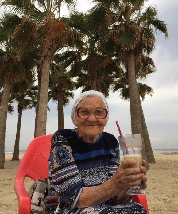 Amžius – ne riba: 89-erių rusė keliauja po pasaulį, o 89-erių britas įsidarbino restorane