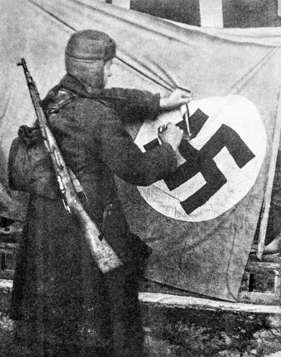 Raudonarmietis Klaipėdoje. 1945 m. sausio 29 d.