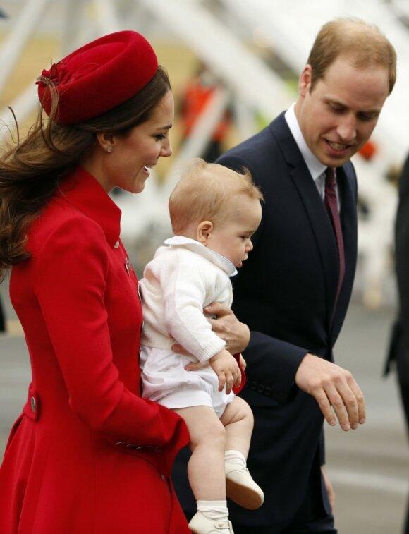 """Karališkojo kūdikio pirmasis oficialus vizitas prasidėjo! <sup style=""""color: #ff0000;"""">FOTO</sup>"""