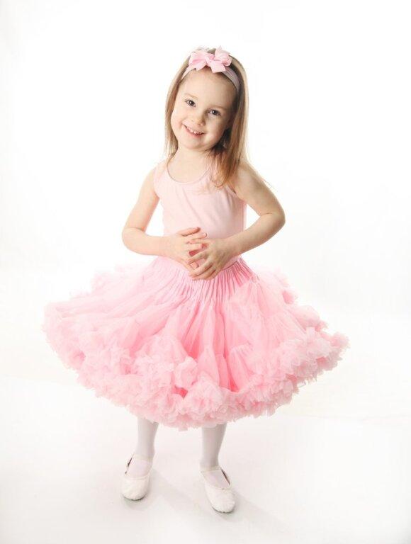 Nijolės atsakas kritikuotojams: kaip mažos mergaitės pasitikės savimi, jei bus apsirengusios skarmalais?