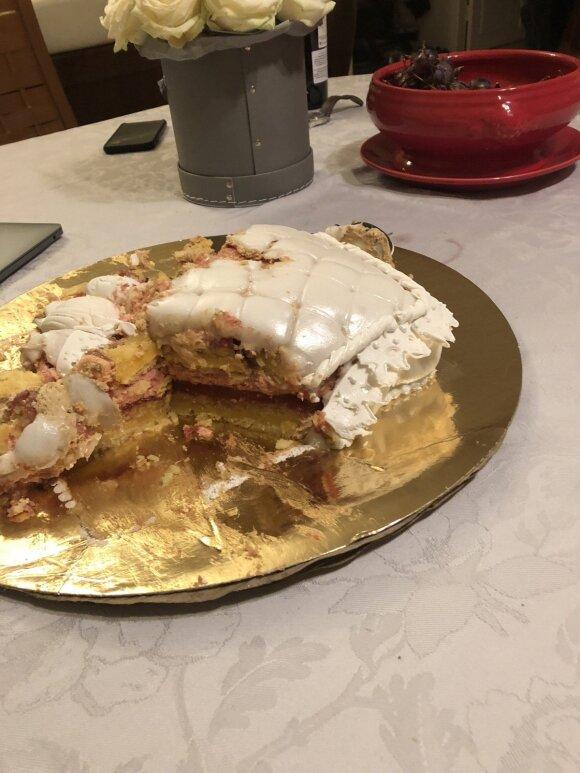 Užsakytas tortas valgytojams sugadino vestuvinę nuotaiką